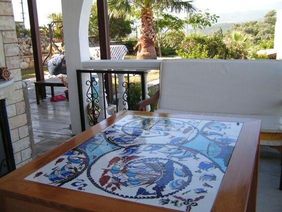 Yazlık masa-tiles table