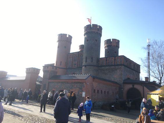 Фридрихсбургские ворота с флагом над башней