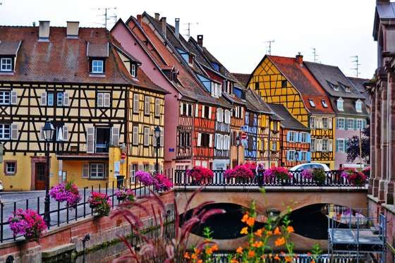 Ubicado en Alsacia, Francia, este pequeño pueblo es uno de los más coloridos del mundo. Al ser una m... - Colmar