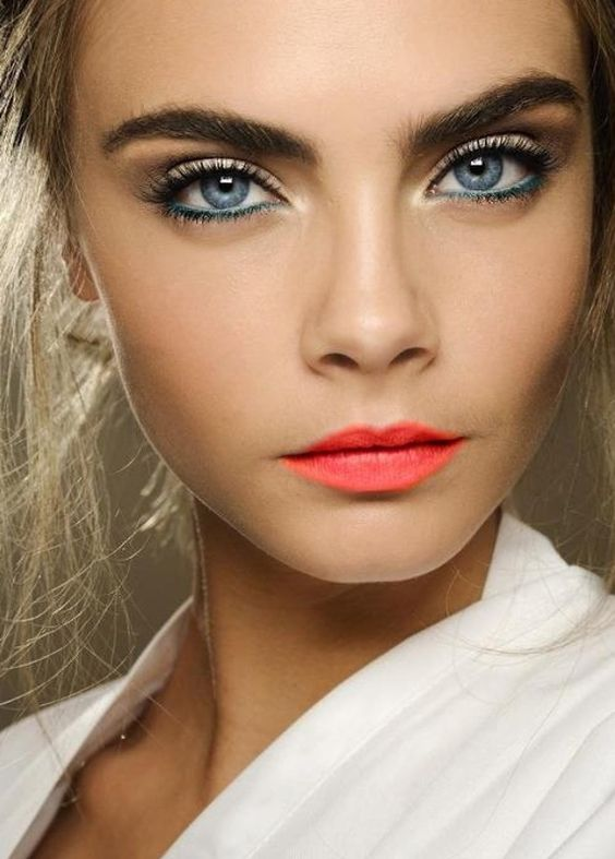 Love This Look! Coral is very in and looks extremely feminine! for a bright wedding make up: