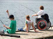 """Simon (Schülersprachreise in Kanada): """"Das Camp ist wirklich super!!! Es war für alle (Camper und auch Betreuer) eine neue Situation jetzt einen Menschen im Rollstuhl einzubinden; das stellte sich aber nach ein paar Tagen als kein Problem dar. Lakefield hat mir dieses Jahr so gut gefallen, dass ich plane, nächstes Jahr wieder dort hinzufahren."""""""