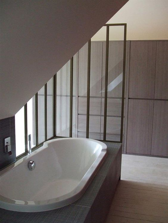 Design and photos on pinterest for Baignoire sous pente hauteur