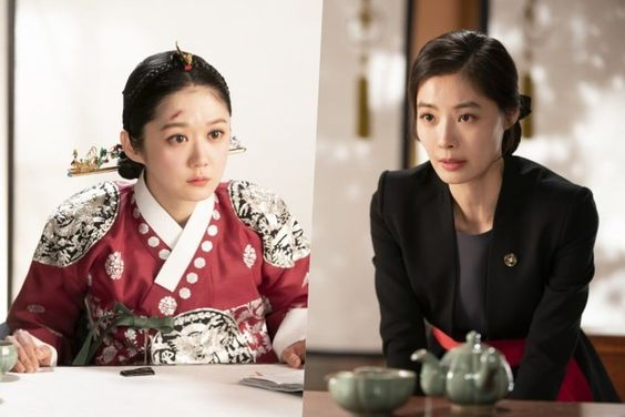 "Yoon So Yi Gets On Her Knees To Plead With Jang Nara In ""The Last Empress"""