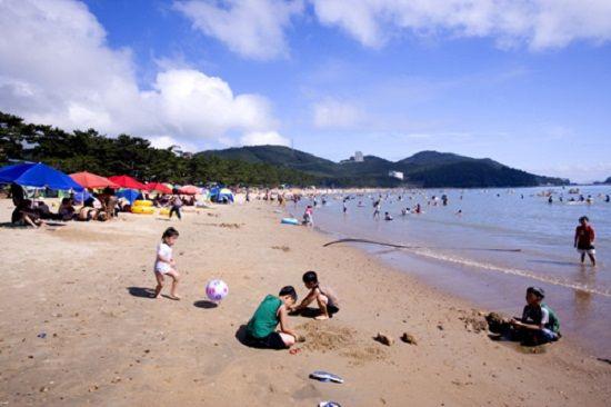 Bãi biển Songho một ngày trời trong xanh