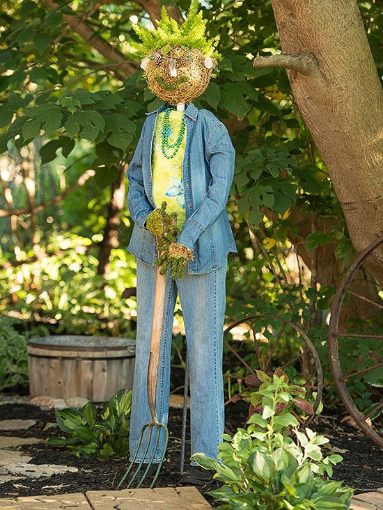 A creative gardener's prize-winning scarecrows transform her garden in fall. Making one of her easy scarecrows is a fun project: try it with a friend or with kids.