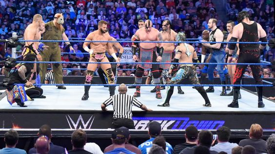 Over-The-Top-Rope Battle Royal: Fotos