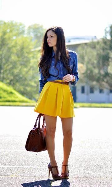Look saia amarela e camisa jeans