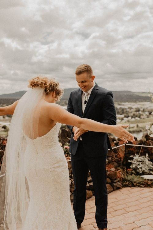 5 Reasons Why You Should Do A First Look In 2020 Portland Wedding Photographer Washington Wedding Photographer Seattle Wedding Photographer