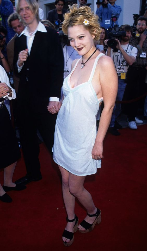 Some awesome images of Drew Barrymore and all of her 90s indie grunge styles. Absolute goddess!