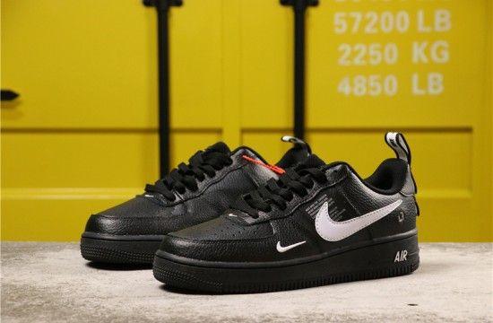 2020 的 Nike Air Force 1 07 Lv8 Overbranding Utility Black White Aj7747 001 主题