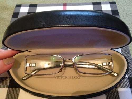 2741a2c4ee63b Fundada por um estilista uruguaio, a grife brasileira Victor Hugo conseguiu  seu espaço entre os maiores nomes do mundo da moda. Seus óculos, que se…