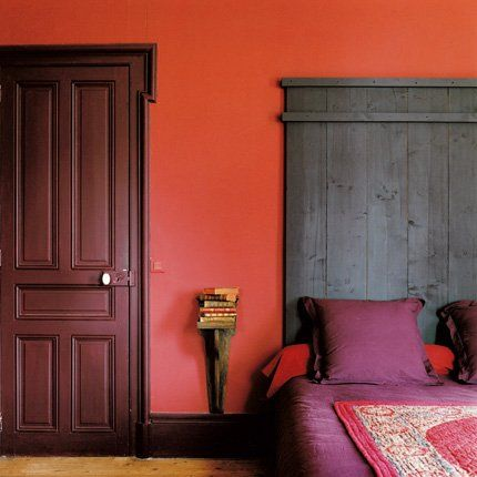 chambre rouge ou chambre orange t te lit chaleureuse et bordeaux. Black Bedroom Furniture Sets. Home Design Ideas