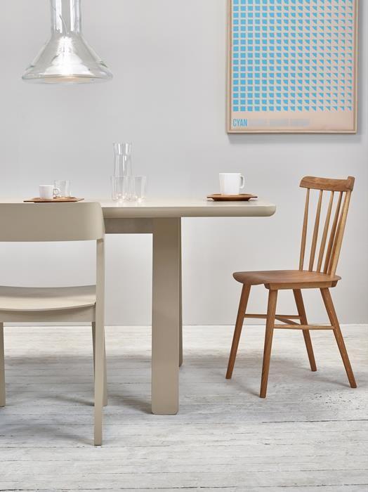 Stuhl Ironica Ton A S Von Menschen Gefertigte Stuhle Stuhle Polsterstuhl Esstisch Stuhle