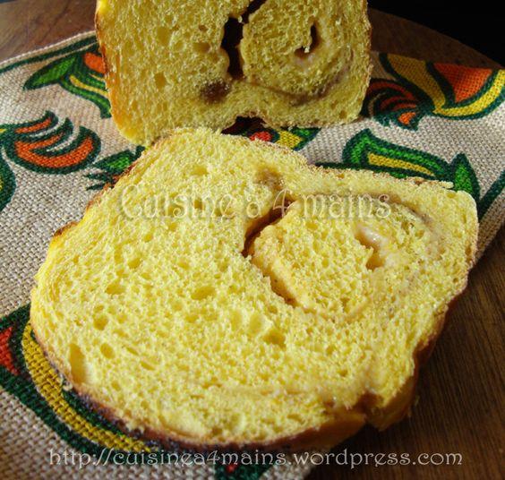 Toujours avec la boulange et dans les chaudes couleurs de l'automne, voici un pain brioché au potiron particulièrement savoureux. C'est ma participation au Défi Boulange du moi...