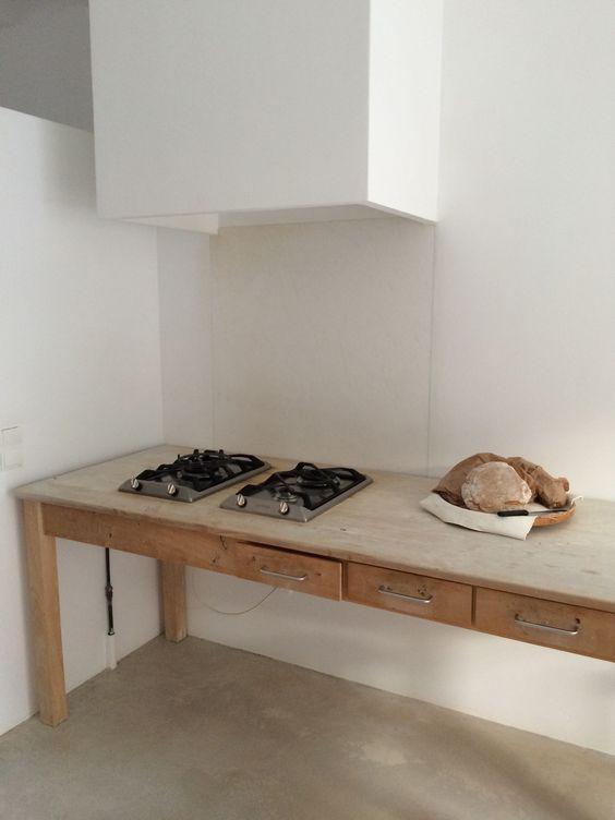 Plaques de gaz encastr es dans un meuble de m tier en bois for Cuisines encastrees