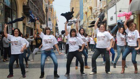 Pacientes bailan contra el cáncer