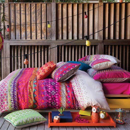 ajoutez une touche de couleurs vibrantes votre chambre coucher avec le linge de lit anaya de. Black Bedroom Furniture Sets. Home Design Ideas