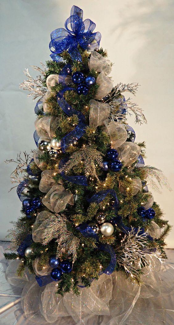 Arboles De Navidad Con Malla Decoracion De Arbol De Navidad Arreglos Con Malla Decorativa Como Blue Christmas Blue Christmas Tree Christmas Tree Inspiration