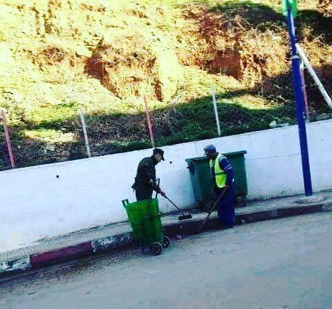صورة أعجبتني دركي يساعد عامل نظافة الصورة من تاكسنة ولاية جيجل Instagram Instagram Posts Insta