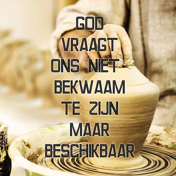 God vraagt ons niet bekwaam te zijn, maar beschikbaar. God wil door mensen heen werken die weten dat ze zelf onbekwaam zijn, voor deze mensen zond Hij zijn zoon Jezus Christus. Als we onbekwaam, maar beschikbaar zijn, kan Godten volle door ons heen werken. We verwachten het dan namelijk niet ...  http://www.dagelijksebroodkruimels.nl/bijbelse-wijsheden/god-vraagt-ons-niet-bekwaam-te-zijn-maar-beschikbaar/