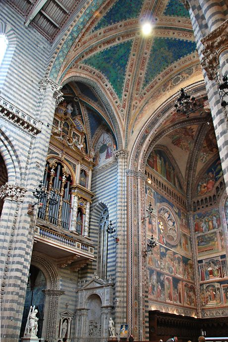 Orvieto Cathedral - the interior. Beautiful beyond words...: