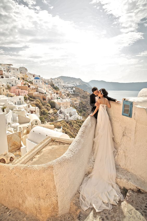 #Santorini, #Greece // An Interview with Lightedpixels Photography + A Giveaway:
