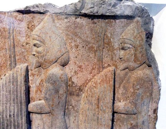Gift bearers fron Thracia (Skudra) on wall relief from Persepolis, Achaemenid art, ca 500 BC, Pergamon museum, Berlin.: