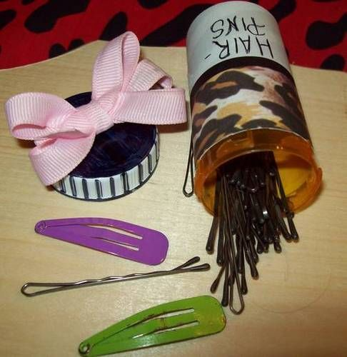 pill bottle crafts | The bottles also make good containers for Hair pins, bands, barrettes ...