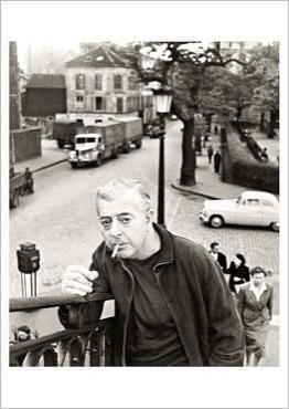 Robert Doisneau : Jacques Prévert au pont de Crimée, Paris c.1955