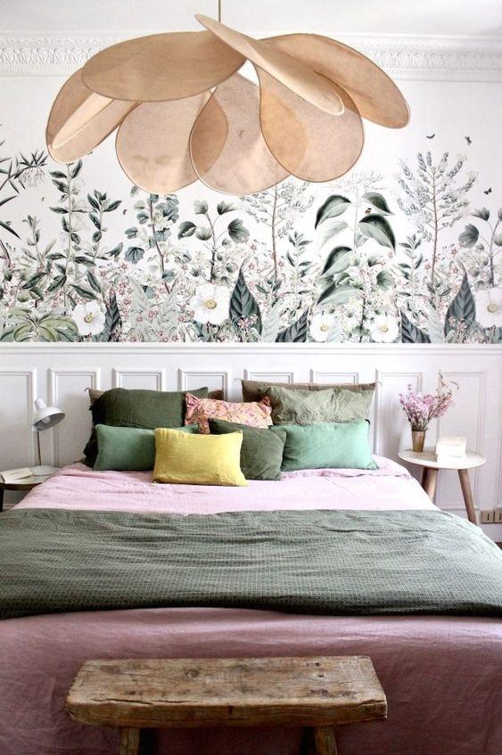 slaapkamer met statement hanglamp
