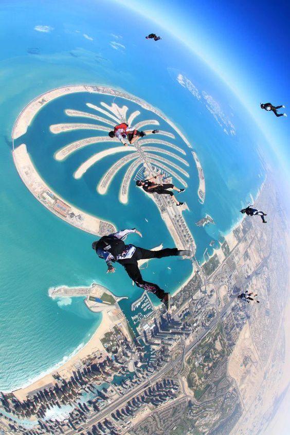 Skydive Dubai, Salto en paracaídas
