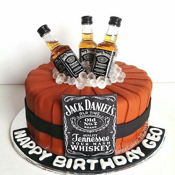 Pasteles Para 18 Años De Hombre Fiesta De 18 Años Para Hombre Fiesta De 18 Años En Casa Fiesta De 18 Años New Birthday Cake Jack Daniels Cake Cupcake Cakes