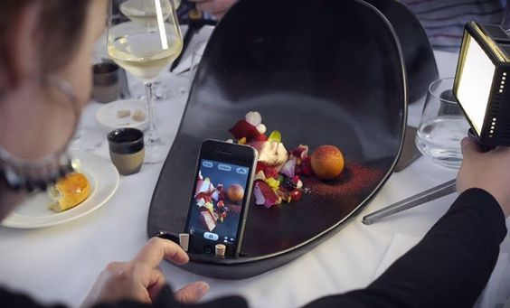 This Restaurant Made Special Plates for Smartphone Food Photos - http://thedreamwithinpictures.com/blog/this-restaurant-made-special-plates-for-smartphone-food-photos