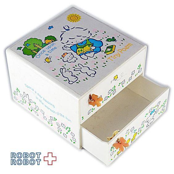 サンリオ 1976 風の子さっちゃん 引き出し タイニーポエム Sanrio Tiny Poem miniature chest drawer #sanrio #hellokitty #サンリオ #サンリオ買取 #ハローキティ#ハローキティ買取 #ファンシートイ #ファンシートイ買取 #fancytoy #fancy #ファンシー #おもちゃ #おもちゃ買取 #vintagetoys #中野ブロードウェイ #ロボットロボット #ROBOTROBOT #中野 #WeBuyToys