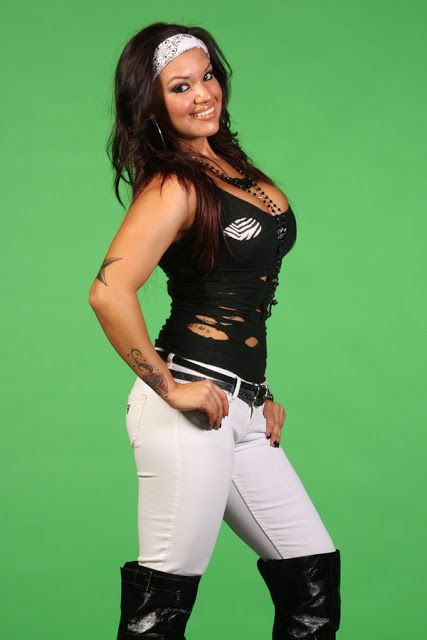 I really wish that Eddie's daughter Shaul Guerrero had worked out in the WWE.