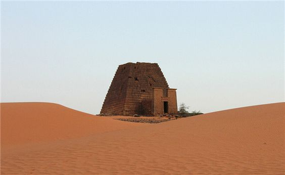 曾與埃及金字塔齊名的蘇丹金字塔,如今被人遺忘在沙漠中_城市_界面新聞