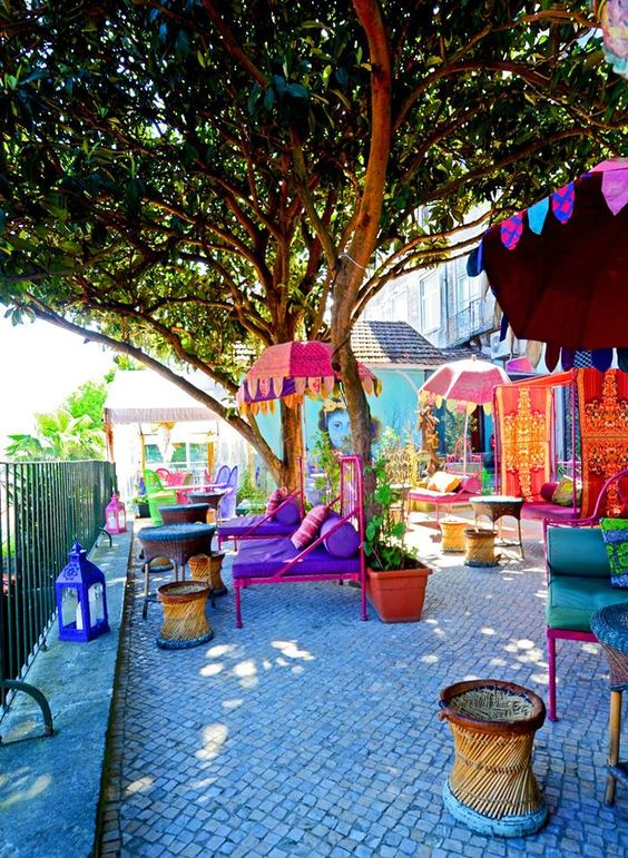 """Im """"Lost In"""" in Lissabon trifft indisches Flair auf portugiesische Gelassenheit Wer während einer Städtereise nach Lissabon durch das Stadtviertel Príncipe Real schlendert, findet im Restaurant """"Lo…"""