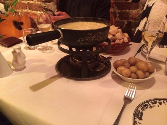 House London Trip a testé pour vous le restaurant St Moritz! A tous les amateurs de fondue c'est par là que ça se passe :):