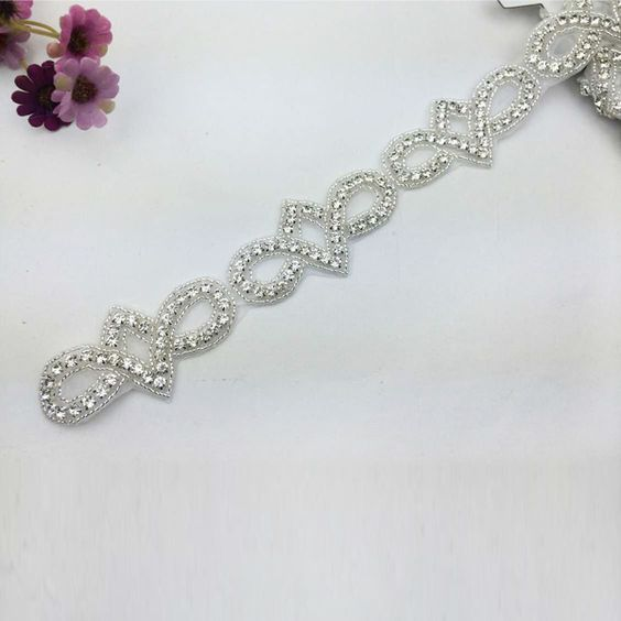 Fashion designs,Bridal Toss Garter,Crystal Beads Trimming. www.sigiving.com