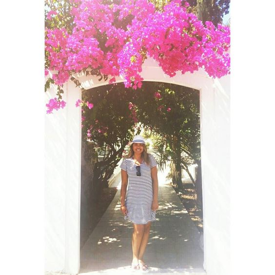 Take me back to summer days and pretty flowers. Take me back to Greece!  by shuli_x