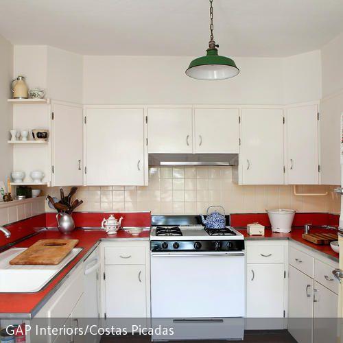 In einer Küche braucht man viele Schränke und Aufbewahrungsmöglichkeiten, um die unzähligen Utensilien zum Kochen unterzubringen. In kleinen Küchen…