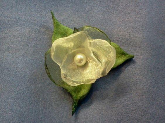 Blumen aus Schleifenband