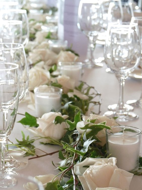 Centre de table roses lierre vert du decor d co mariage for Decoration avec des roses