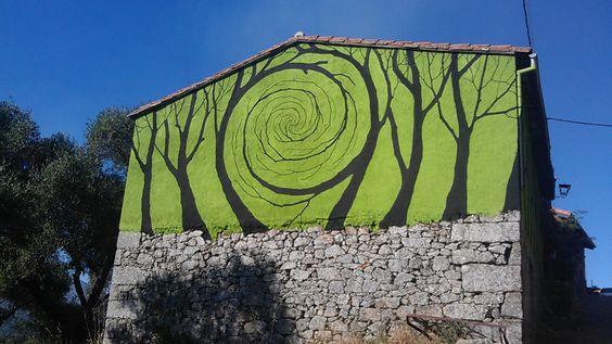 Intervención de Pablo Sánchez Herrero en Miranda del Castañar (Salamanca), dentro de la Ruta de los Prodigios, Arte en la naturaleza