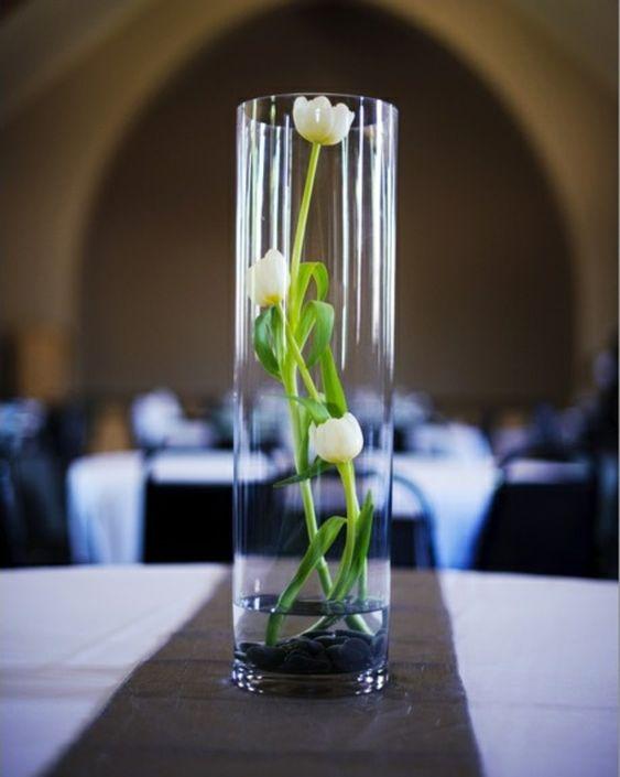 wei e tulpen in glas tischdeko ideen sch nes pinterest dekoration. Black Bedroom Furniture Sets. Home Design Ideas