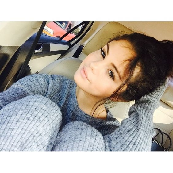 Selena Gomez looked so gorgeous in her latest selfie, showing off her natural makeup, messy bun, and cozy outfit. We love her laid-back style!