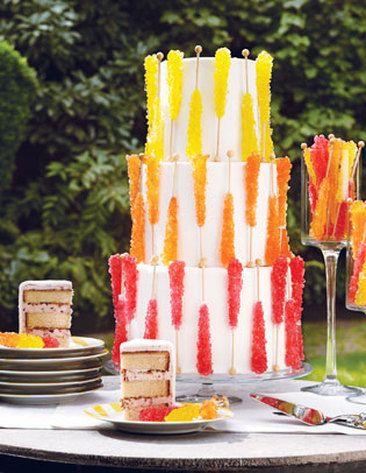bolo enfeitado com cristais de açúcar
