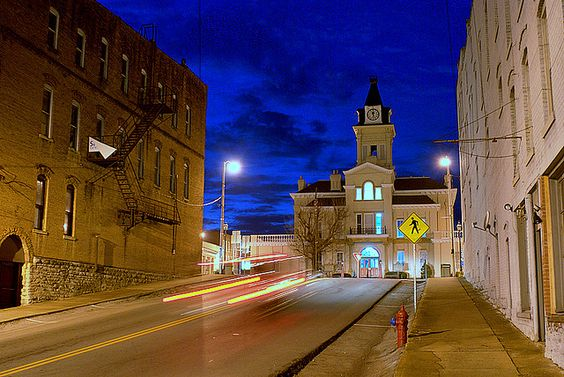 This photo by Pen Waggener of the courthouse in Columbia, KY.