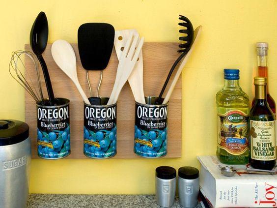 Para deixar os talheres organizados e a cozinha ainda mais bonita, aposte nas latas! :D #diy #decoração #madeiramadeira