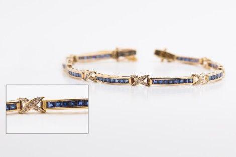 $239.99 Bracelet qui contient 2 sorte de mailles, entrecroiser (forme de x) qui est incruster de 1 diamants a chaque jonction & ma...